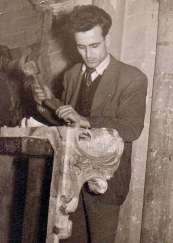 Su padre en el taller de escultura