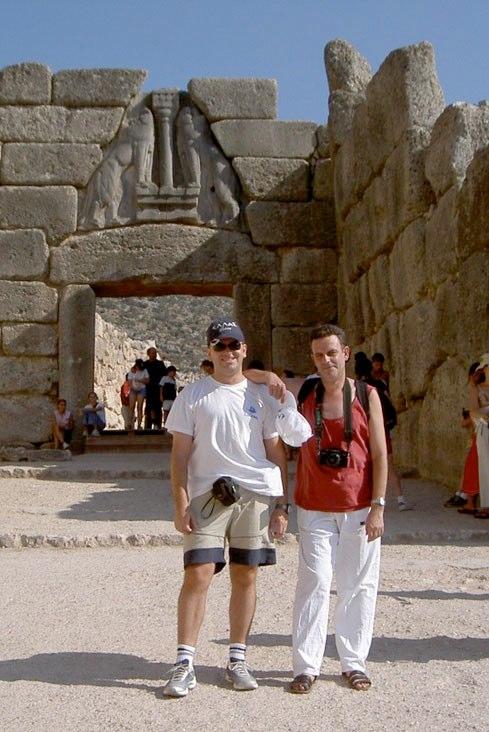 Junto a su hermano Sebastian en Micenas (Grecia)