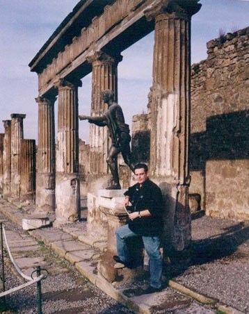 Uno de sus muchos viajes a Pompeya (Italia)