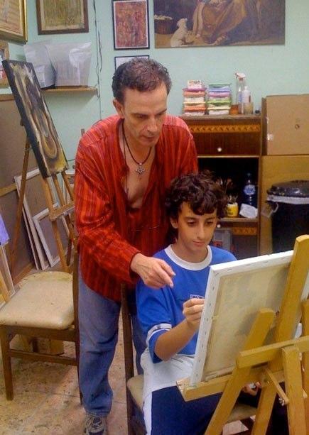 Dando clases a su hijo Humiel