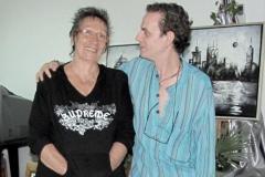 Junto a su amiga  la pintora italiana Esa Fiorini