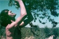 """Su hermano Juan Isaac como Caín en el documental """"Pentateuco"""" (1984"""